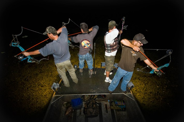 Best Bowfishing Bow Kit Review & Buyer's Guide